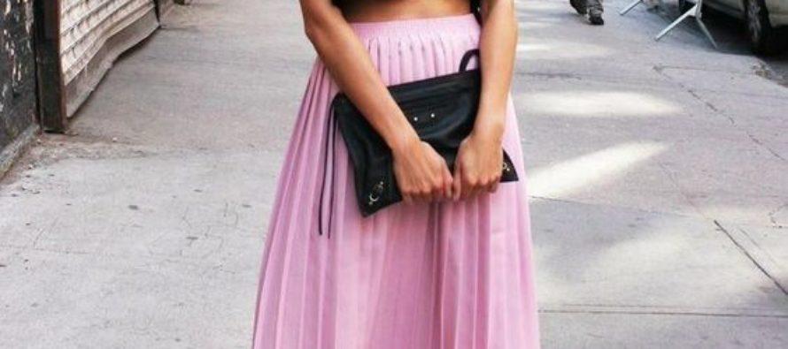 Outfits con faldas midi plisadas