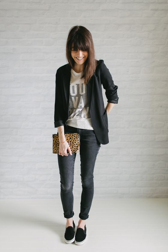 Outfit con blazer negro mujer
