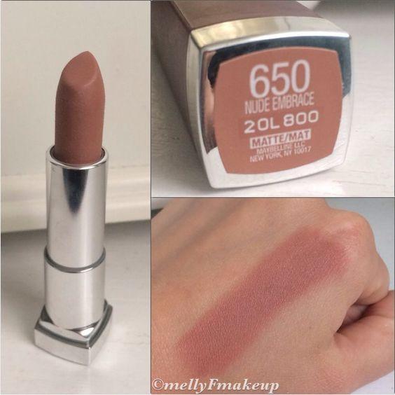 Maquillaje de labios natural con tonos nude