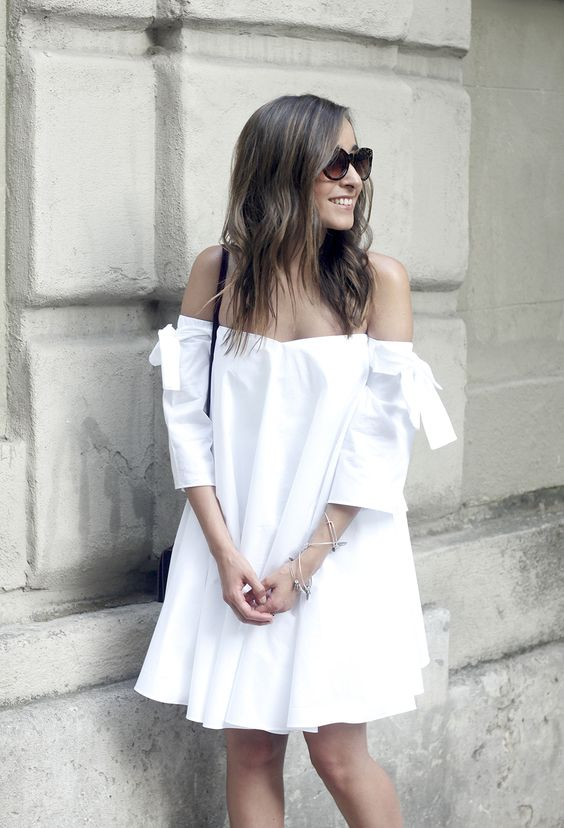 Outfits en color blanco con toques chic ideales para verano