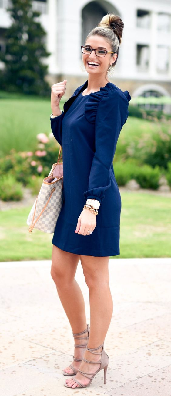 Tendencias en outfits color azul marino