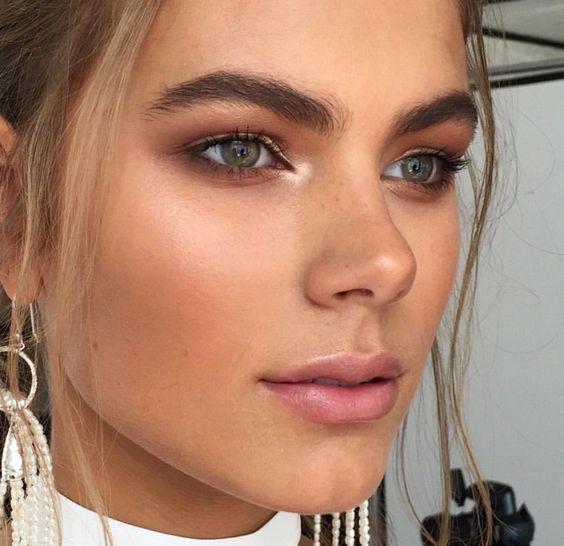 Tips y trucos para lograr un maquillaje natural