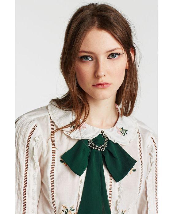 blusas con moñoadelante