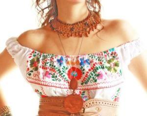Blusas bordadas estilo mexicano al hombro