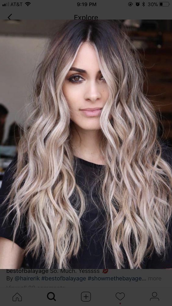 Cortes de cabello en capas largas para cabello ondulado