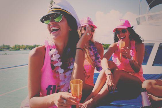 Fiesta en yate para mujeres