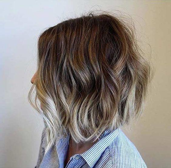 Mechas color ceniza en pelo corto
