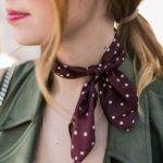 Outfits con mascadas o pañuelos en el cuello